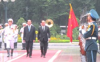 Cận cảnh Chủ tịch nước Trần Đại Quang đón Tổng thống Pháp