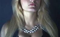 Người mẫu Nga khỏa thân 17 tuổi bị chị gái giết chết man rợ