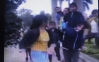 Xôn xao clip nữ sinh lớp 10 bị đánh hội đồng
