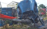 Xe tải tông đổ cột đèn cao áp, 4 người nguy kịch