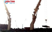 Kiểm tra tàu chở trên 160 tấn chất bùn bauxite Formosa nhập về