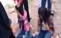Xôn xao clip 2 nữ sinh THCS bị đánh hội đồng dã man