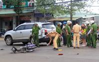 Không đội mũ bảo hiểm tông đuôi ô tô, 2 người thương vong