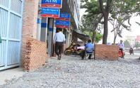 Chống ngập đường Kinh Dương Vương: Vẫn còn ngổn ngang