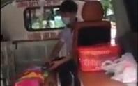 """Thêm clip tố bảo vệ BV Nhi chặn xe cứu thương ép dùng xe """"dù"""""""