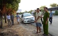 Khen thưởng tài xế taxi chở kẻ đâm người đến trụ sở công an