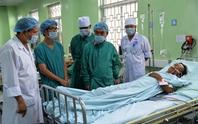 Nhóm côn đồ xông vào nhà đâm thủng tim, phổi hai cha con