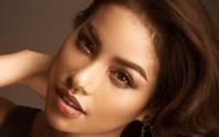 Hoa hậu Phạm Hương tung ảnh hút mắt sau 1 năm đăng quang