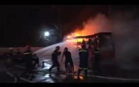 Xe khách cháy rụi do hư ống dẫn dầu