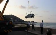 Taxi tông bờ kè lao thẳng xuống biển Vũng Tàu