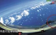 Máy bay ném bom Trung Quốc bay qua đá Chữ thập?