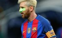 """Fan cuồng hóa người nhện """"tấn công"""" Messi"""