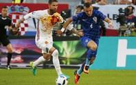 Tây Ban Nha thua ngược, mất ngôi đầu vào tay Croatia