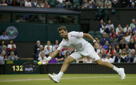 Wawrinka thua sốc, Djokovic bị dẫn 2 ván đầu