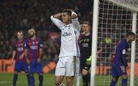 Ramos cứu Ronaldo, giúp Real cầm hòa Barca