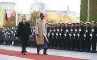 Bị cảnh cáo, tổng thống Nigeria bảo vợ phải ở trong bếp
