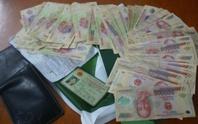 Bám theo người rút tiền ngân hàng để trộm cắp tài sản
