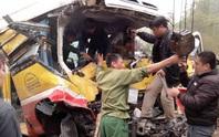Xe buýt tông trực diện xe tải, 1 người chết, 8 người bị thương