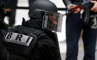 Pháp: Trùm đầu xả súng vào tín đồ Hồi giáo
