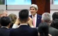 Ngoại trưởng Mỹ John Kerry trò chuyện cùng sinh viên TPHCM