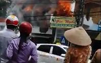 Hỏa hoạn thiêu rụi 3 căn nhà gần cảnh sát phòng cháy chữa cháy