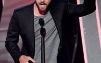 """Adele xứng danh """"Nghệ sĩ của năm"""""""