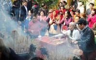 Cán bộ Bộ Công Thương đi lễ chùa bị hạ bậc lương