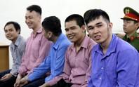 Giết người trong quán ốc, nhóm thanh niên cười tươi tại tòa