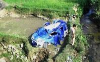 Taxi lao xuống cầu, 6 người thương vong