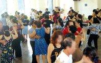Con gái gặp họa vì mẹ quen côn đồ ở  nơi khiêu vũ
