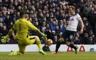 Kane tỏa sáng, Tottenham tiếp tục bám đuổi Chelsea