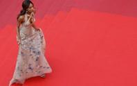 Mốt đầm xuyên thấu tấn công thảm đỏ LHP Cannes