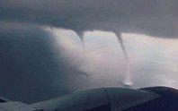 Thót tim cảnh máy bay hạ cánh giữa 3 cơn lốc xoáy