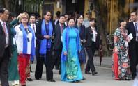 APEC 2017: Phu nhân các nhà lãnh đạo thích thú thăm Hội An
