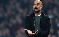 Man City suýt bị loại, Guardiola đổ thừa quả bóng