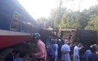 Tai nạn tàu hỏa thảm khốc ở Huế: Điều trụ cẩu 100 tấn ra cứu hộ