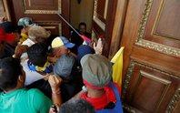 Venezuela: Người ủng hộ tổng thống xông vào quốc hội, đánh nghị sĩ