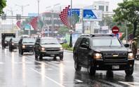 APEC 2017: Người dân Đà Nẵng đội mưa xem quái thú