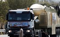 Bị ông Donald Trump chỉ trích, Iran phóng ngay tên lửa mới