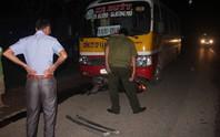 Xe buýt kéo lê xe máy, 1 phụ nữ chết thảm