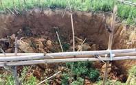 Phát hiện 8 hố sụt lún gần đập thủy điện gây lo lắng cho dân