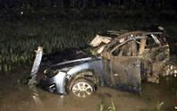 Tàu hỏa tông ô tô bay xuống ruộng, 4 người nguy kịch