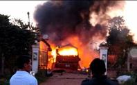 Cháy xe khách ở Lào, vợ chồng chủ xe người Việt thương vong