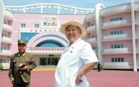 Du lịch Triều Tiên kiểu mới: Vừa tắm biển vừa ngắm bắn tên lửa