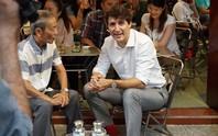 Thủ tướng Canada uống cà phê vỉa hè TP HCM