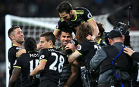 """Phản công siêu """"đỉnh"""", Hazard và Costa đưa Chelsea lên ngôi đầu"""