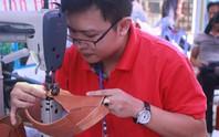 Làn gió mới cho nghề giày truyền thống