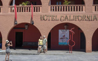 Ban nhạc Eagles kiện khách sạn Hotel California