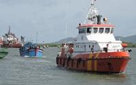 Tàu cá chìm dần trong đêm, 11 ngư dân lao xuống biển
