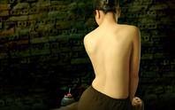 Ngắm ảnh lưng trần áo yếm của Dzũng Art